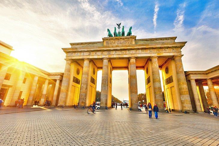 europe-top-attractions-berlins-brandenburg-gate